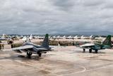 Сирийские военные перебросили часть авиации в Хмеймим из-за угрозы удара США