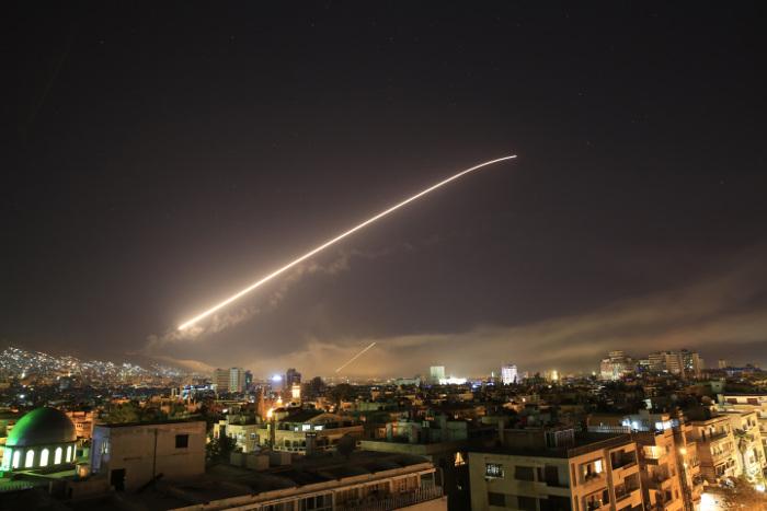 СМИ сообщили о взрывах в районе Дамаска