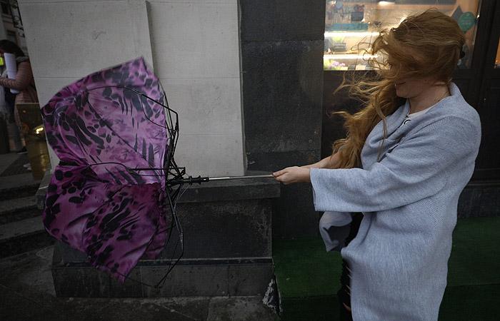 Гидрометцентр снизил уровень погодной опасности в столицеРФ