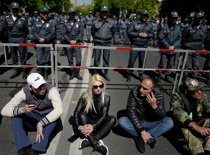Переговоры лидера оппозиции Армении Пашиняна с премьером Саргсяном не состоялись