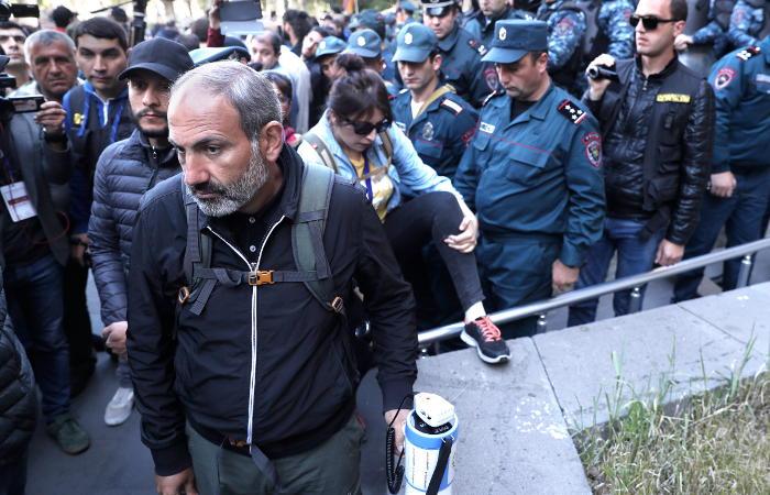 Лидер оппозиционного движения Армении назвал время встречи с премьером