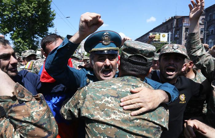 В Армении начали праздновать отставку Саргсяна