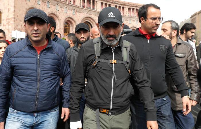 Лидер армянской оппозиции призвал сторонников к акциям неповиновения