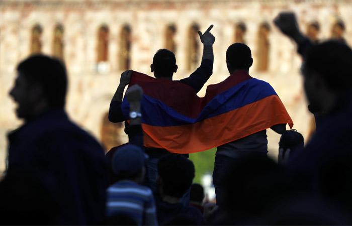 Оппозиция вновь вышла наулицы Еревана. Переговоры Пашиняна спремьером сорваны