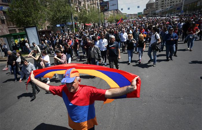 Правящая в Армении партия отказалась выдвигать кандидатуру на пост премьера