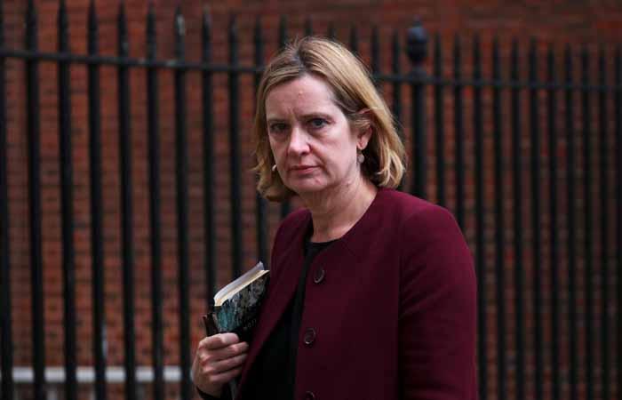 Глава МВД Великобритании ушла в отставку из-за скандала с депортацией мигрантов