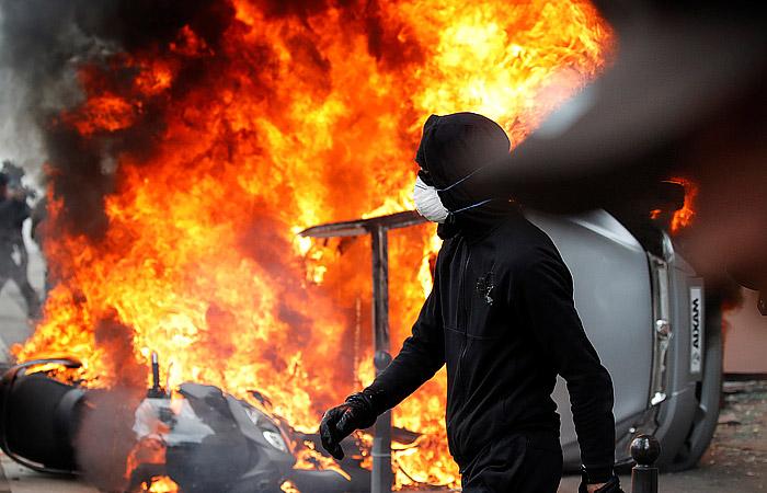 В Париже произошли беспорядки во время первомайской демонстрации