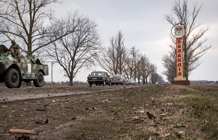 Въезд в харьковскую Балаклею закрыли из-за горящего арсенала