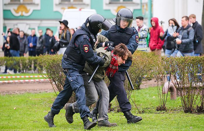 В Петербурге насчитали около 2 тыс. участников акции оппозиции