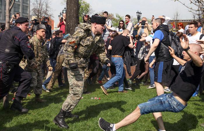 Казаки объяснили свое присутствие на акции оппозиции на Пушкинской площади в Москве