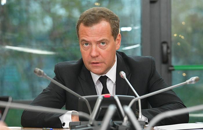 Путин предложил переназначить Медведева премьером