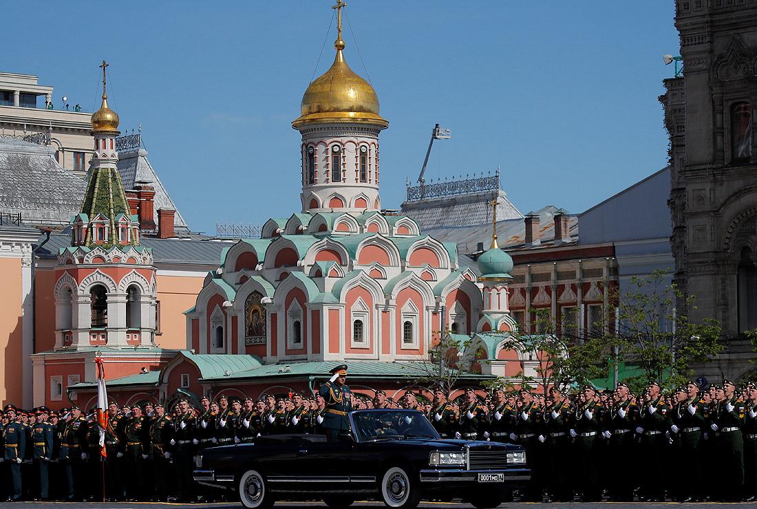 Парад на Красной площади традиционно принял министр обороны России - генерал армии Сергей Шойгу