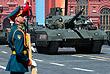 """Танк Т-14 """"Армата"""" - единственный в мире танк третьего послевоенного поколения. Это принципиально новая и полностью российская разработка. Башня Т-14 необитаема. Впервые экипаж помещен в бронированную капсулу, отделенную от боекомплекта"""