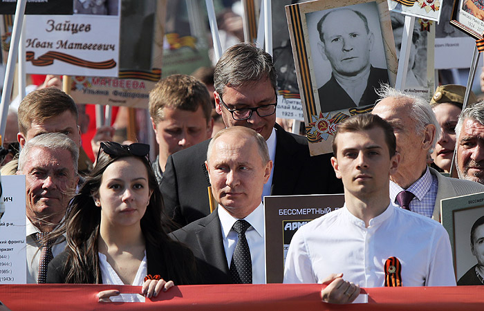 """Путин вновь прошел в рядах участников акции """"Бессмертный полк"""""""