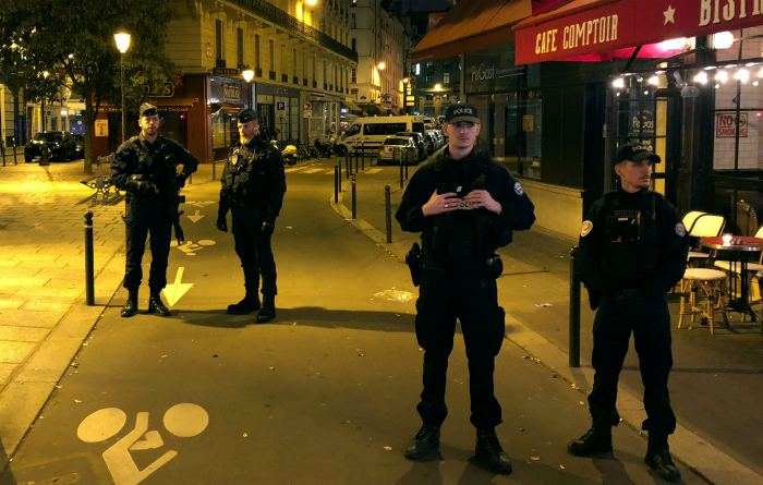 Напавший на прохожих в Париже мужчина был известен как сторонник исламистов
