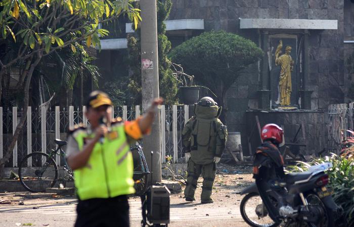 Три нападения на церкви произошли в Индонезии
