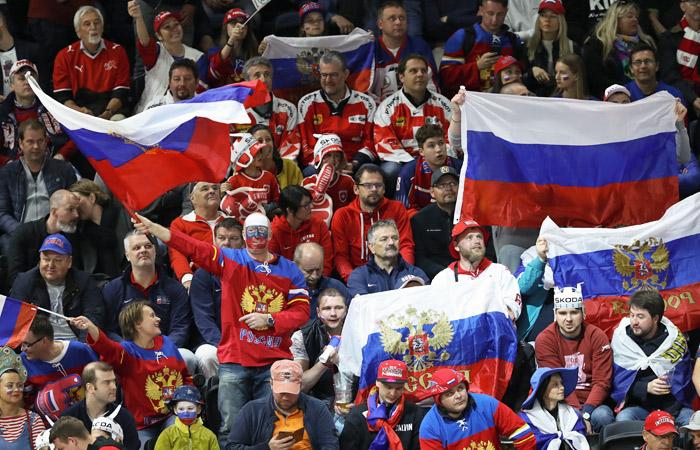 110-килограммового русского  хоккеиста вывозят наматчиЧМ натележке