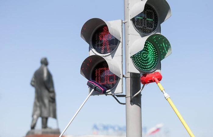 """""""Коммерсантъ"""" узнал о передаче обслуживания московских светофоров частной фирме"""