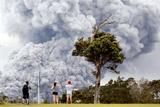 На Гавайях объявлен самый высокий уровень опасности для авиации из-за извержения вулкана