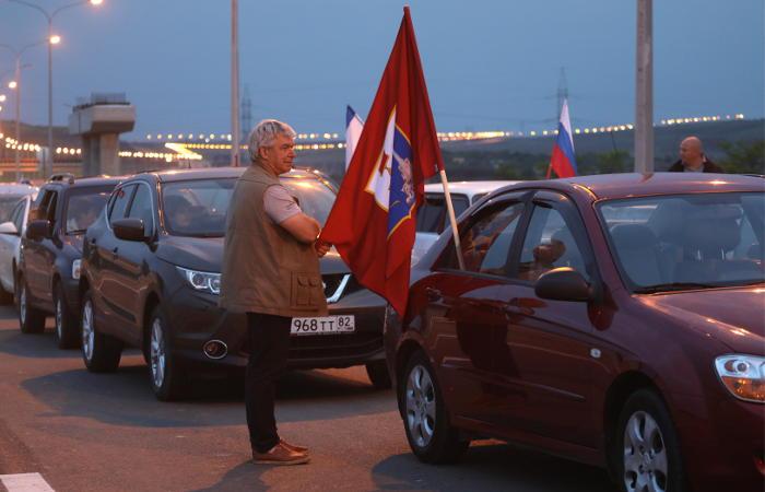 Автомобильное движение открылось с обеих сторон Керченского пролива