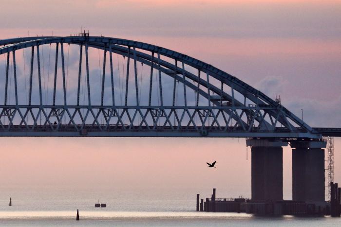 Посольство РФ в США потребовало объяснений от журнала из-за призывов взорвать Крымский мост