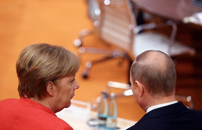 """Путин обсудит с Меркель """"Северный поток"""" на фоне заявлений Вашингтона"""