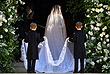 Меган Маркл в белом платье от Givenchy прибыла к часовне Святого Георгия вместе со своей матерью Дорией Рэгланд