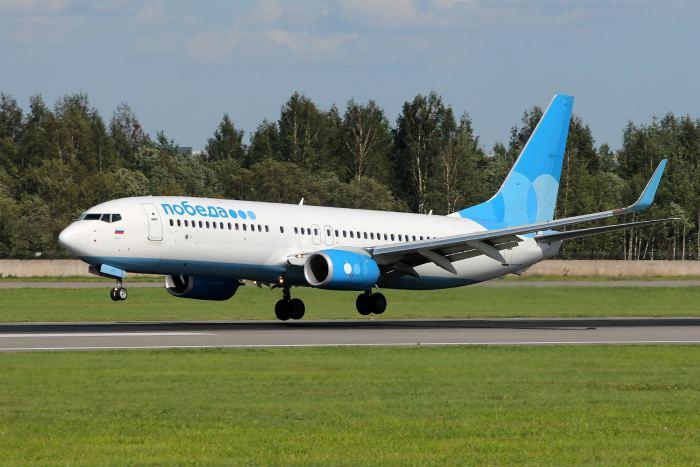 """Boeing 737 сел во """"Внуково"""" на одном работающем двигателе"""