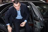 Прохоров через суд потребовал от Навального 1 рубль и опровержения сведений о себе