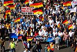 """Сторонники """"Альтернативы для Германии"""" и их противники вышли на улицы Берлина"""