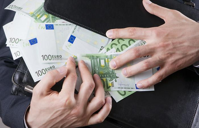 Исчезли 3 млн евро из изъятых у полковника Захарченко денег