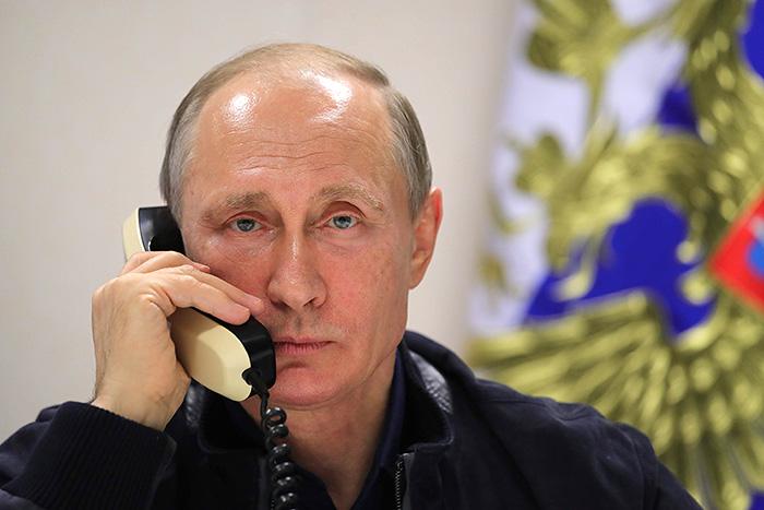 Путин провел телефонный разговор с Порошенко