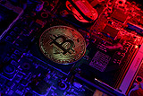 Курс биткойна рухнул более чем на 10% после кибератаки на корейскую биржу