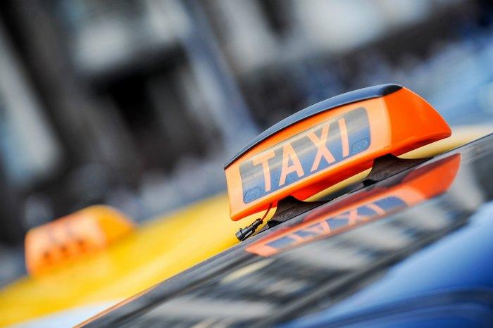 Медики уточнили информацию о пострадавших в результате наезда такси в центре Москвы