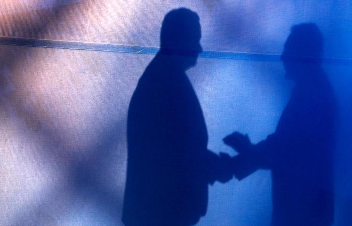 ВС РФ счел возможным возвращать взяткодателю деньги при контроле сделки оперативниками