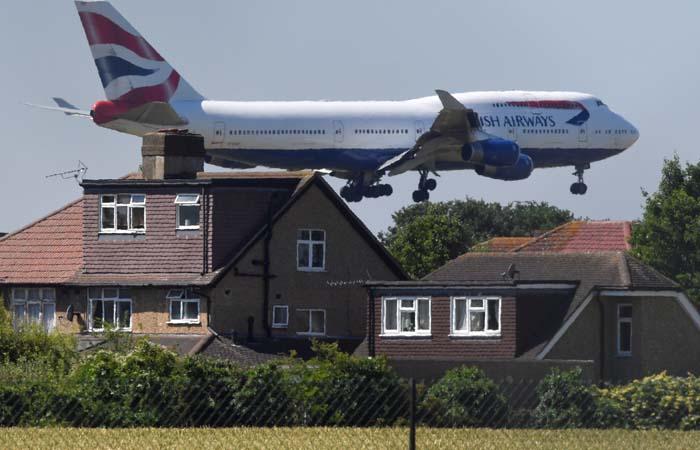 Британский парламент проголосовал за расширение аэропорта Хитроу