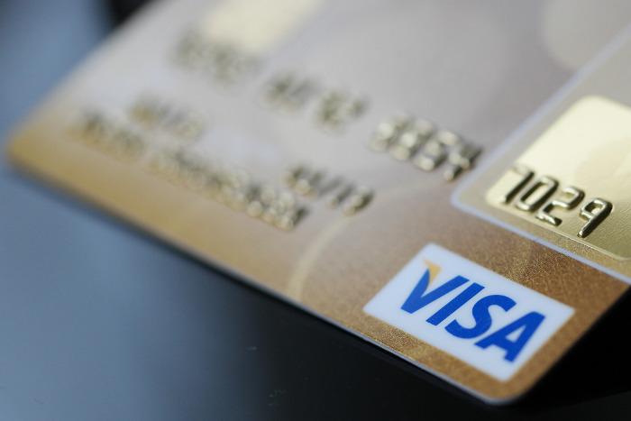 Путин подписал закон о блокировке кредитных карт при подозрении на хищение средств