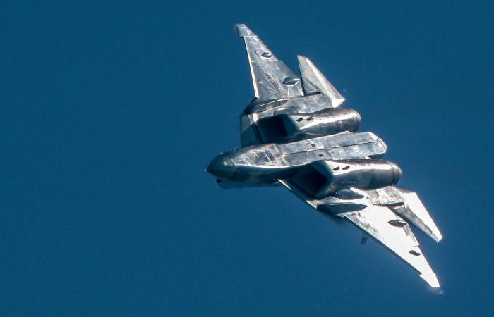 Минобороны РФ заключит контракт на поставку истребителей Су-57