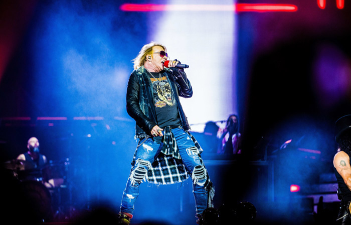 Guns N'Roses для выступления в Москве запросили розы, шампанское Cristal и мармеладных мишек