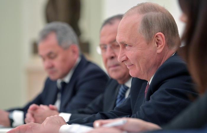 CNN узнал о желании Трампа поговорить с Путиным один на один