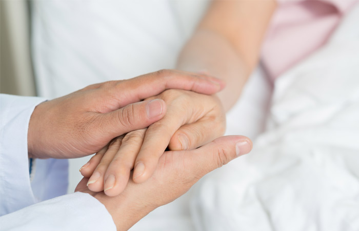 Госдума позволит пускать родственников пациентов в реанимацию