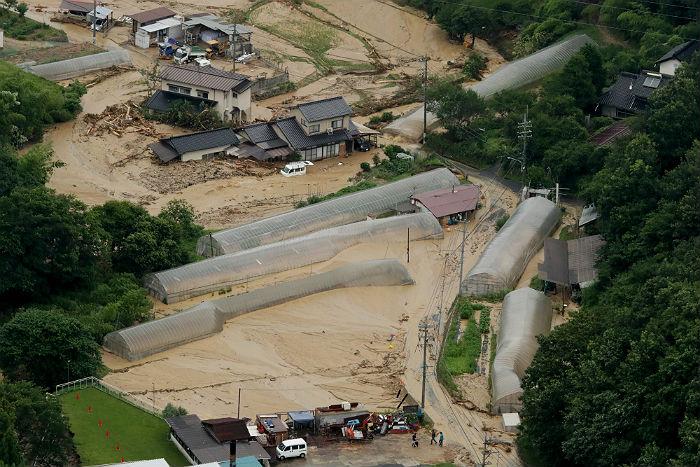 Число погибших в результате ливней в Японии превысило 45 человек