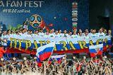 Футболисты сборной России лично поблагодарили болельщиков на Воробьевых горах