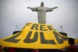 Суд в Бразилии в один день освободил и запретил выпускать из тюрьмы экс-президента Лулу