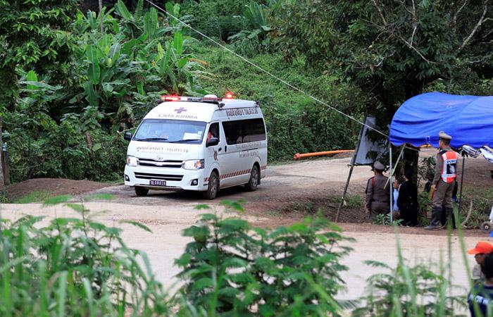 Всех детей и тренера спасли из затопленной пещеры в Таиланде