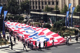 Хорватские болельщики развернули в центре Москвы огромный флаг с благодарностью России