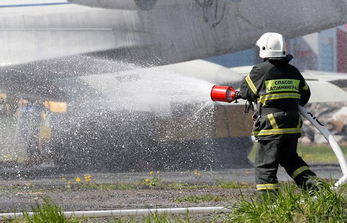Superjet-100 аварийно сел в Раменском на запененную полосу из-за невыхода шасси
