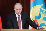 """Путин предупредил о силах в США, """"впаривающих трудноперевариваемые истории"""""""