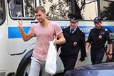 Участник акции Pussy Riot в финале ЧМ Верзилов оштрафован за ношение полицейской формы