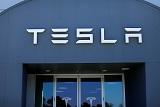 Маск собрался выкупить Tesla